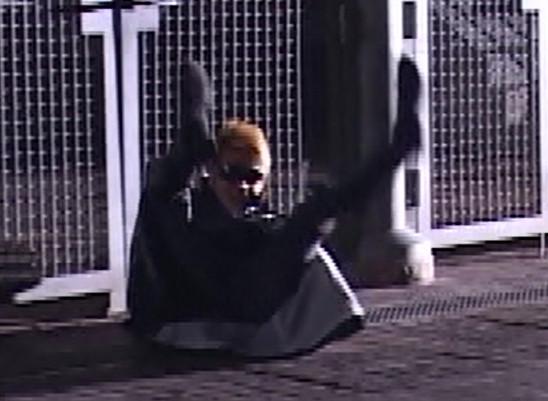 もしライブの時ステージ上で転んだら、どうする?ユノ様の行動が神がかりすぎるwww