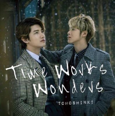 『Time Works Wonders』の世界観にマッチしたPV『サンドアートver』が芸術的!『Baby Don't Cry』は、温かく包み込んでくれる歌詞とメロディで落ち込んだ時に聞くと元気づけられる♪