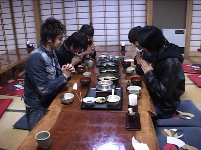 来日直後の東方神起メンバーが好きだった日本食をご紹介!