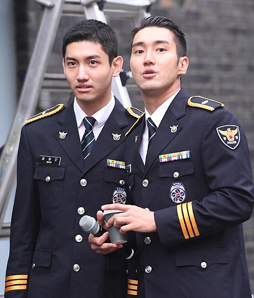 東方神起ユノ、チャンミンとSJシウォンに腕時計をプレゼント