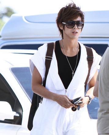 東方神起ユノの私服はダサい?空港ファッション画像でチェック