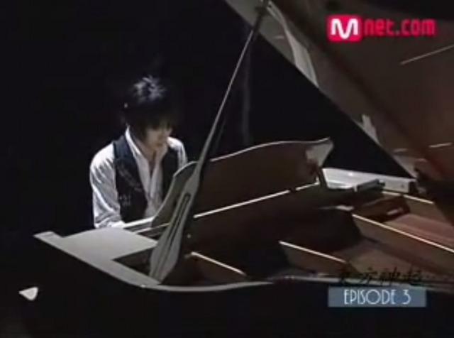 東方神起ユノJYJジェジュンの自宅訪問?ピアノに合わせて歌も