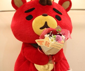 東方神起の公式キャラクター赤くま『TB』プロフィール紹介!