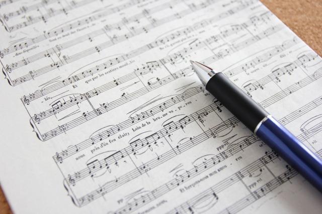 東方神起の曲の作詞家『HUB』のプロフィールが知りたい!