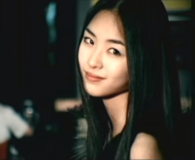 東方神起『The way U are』のPVに出演している女性は誰?